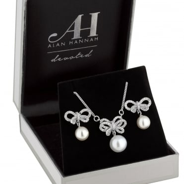 Designer Silver Crystal Bow & Pearl Jewellery Set In A Gift Box
