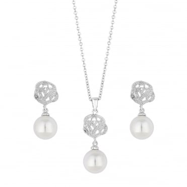 Pearl and rose jewellery set