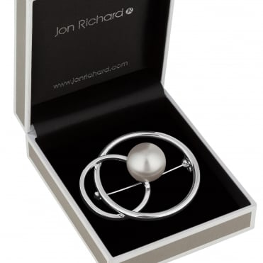 Pearl and interlinked silver circle brooch