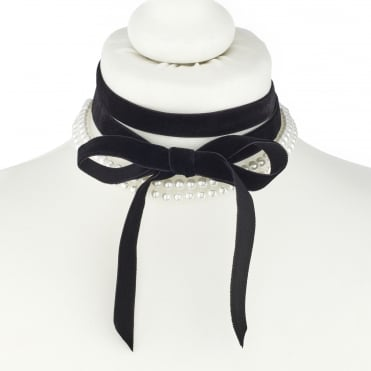 Pearl and velvet bow choker necklace set